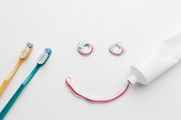 Sorriso sem pasta de dente Foto gratuita