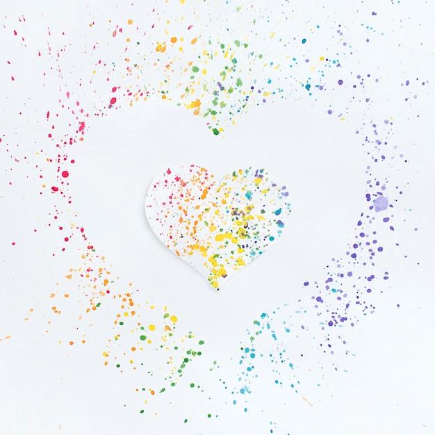 Sorteio de coração nas cores do arco-íris Foto gratuita