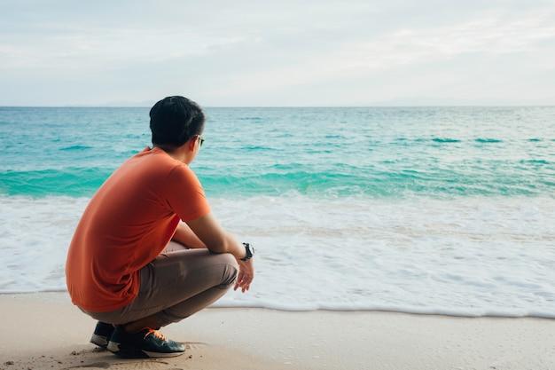 Sozinho a praia | Foto Premium