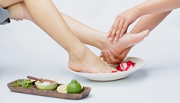 Spa e massagem nos pés Foto Premium
