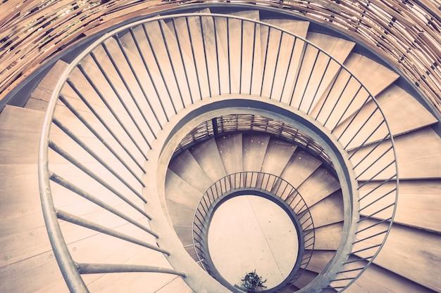 Stairway do vintage arquitetura Foto gratuita