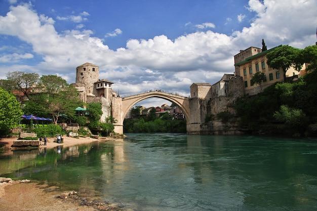 Stari most - a ponte velha em mostar, bósnia e herzegovina Foto Premium