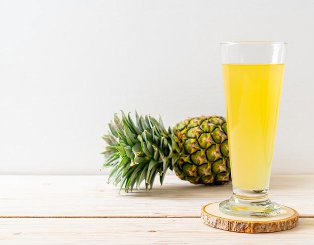 Suco de abacaxi fresco Foto Premium