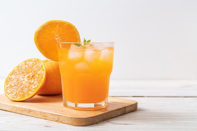 Suco de laranja com gelo Foto Premium