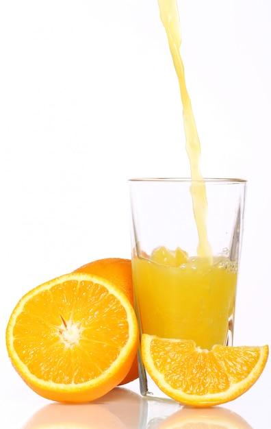 Suco de laranja fresco e frio Foto gratuita