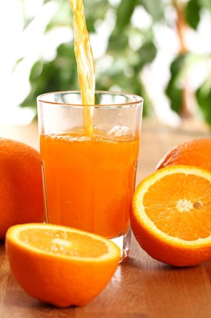 Suco de laranja fresco Foto gratuita