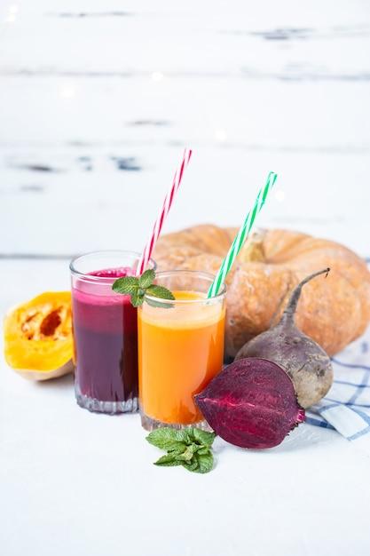 Suco fresco de legumes caseiros Foto Premium