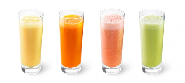 Sucos de laranja, cenoura, aipo e toranja em copos Foto Premium