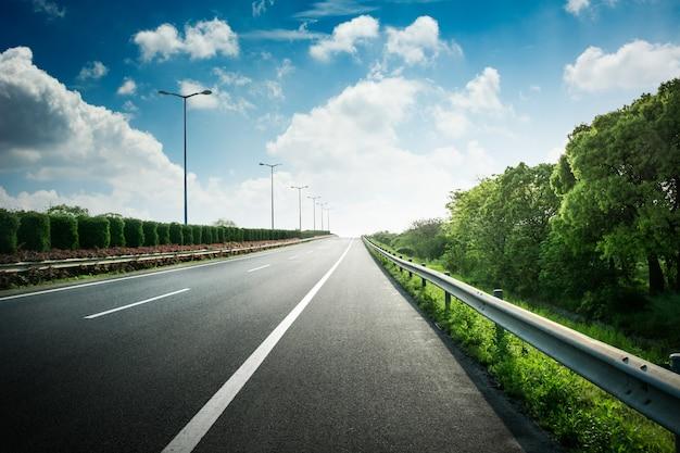 Summer country road Foto gratuita