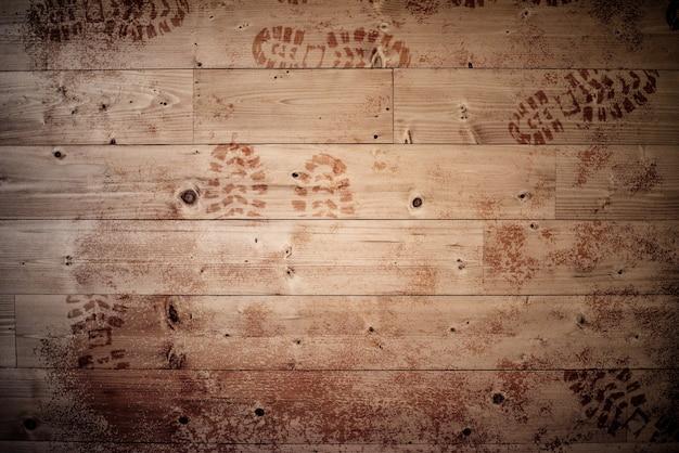 Superfície de madeira com pegadas - ótima para plano de fundo ou um blog Foto gratuita