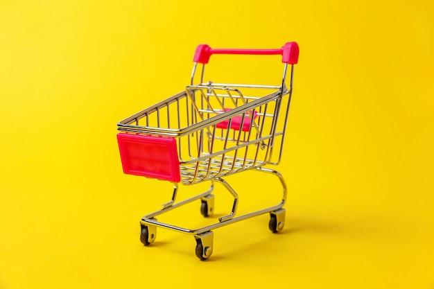 Supermercado mercearia push carrinho para fazer compras isolado Foto Premium