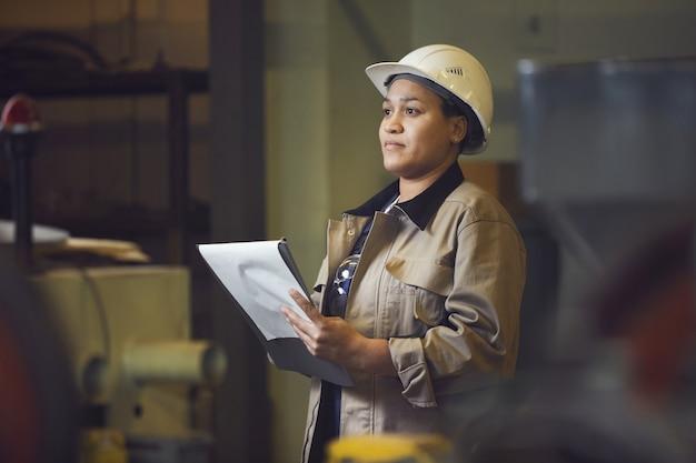 Supervisor de fábrica Foto Premium