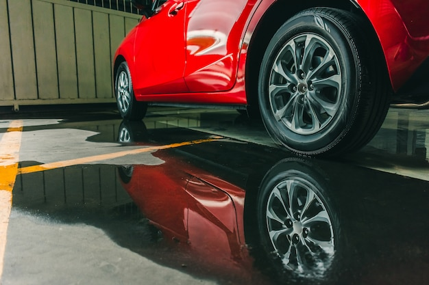 Suspensão com pneus de borracha Foto Premium