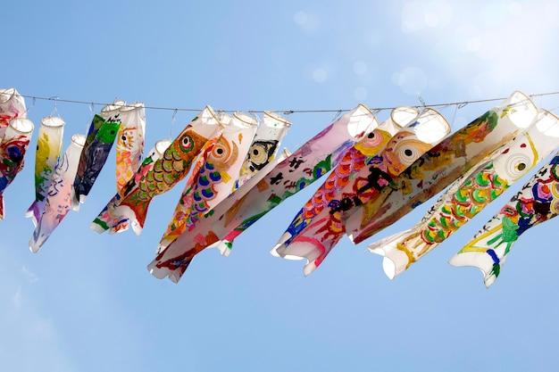 Suspensão da carpa de koi nobori do japonês. bandeira de peixe koi. Foto Premium
