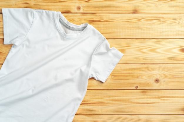 T-shirt branca com espaço da cópia para seu projeto Foto Premium