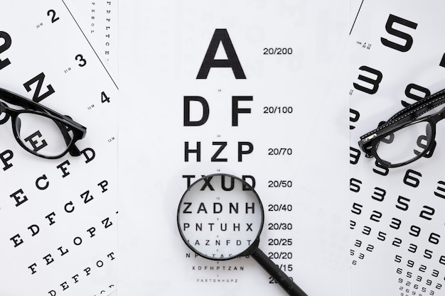 Tabela de alfabeto e números para consulta óptica Foto gratuita