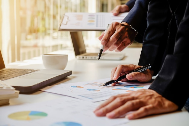 Tabela de consultoria papelada profissional investir executivo Foto gratuita