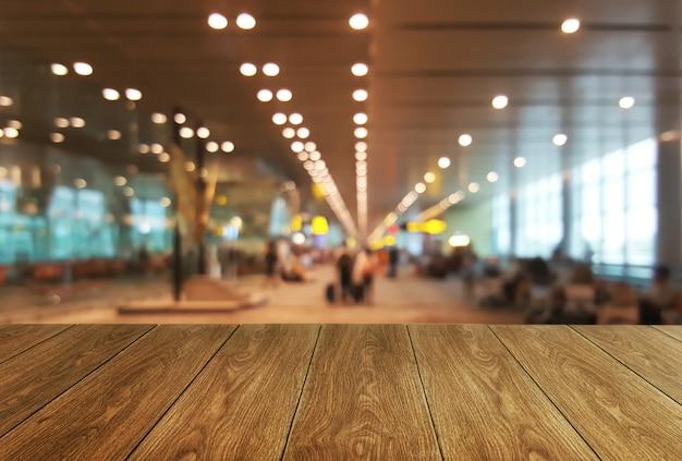 Tabela de madeira no grande fundo da sala de conferências. Foto Premium