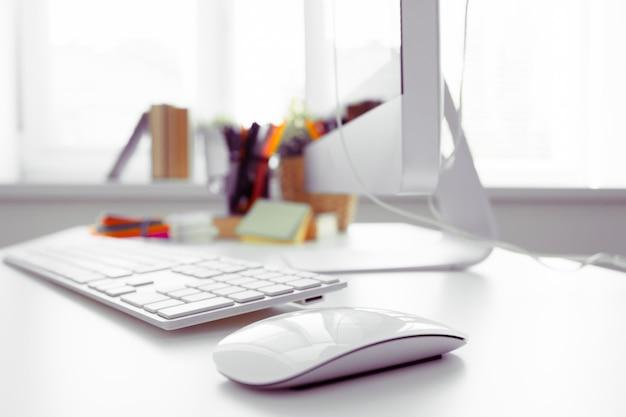 Tabela de mesa de escritório branco Foto Premium