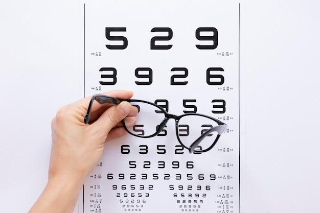 Tabela de números para consulta de óptica Foto gratuita