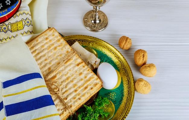 Tabela pronta para o ritual tradicional da placa do seder o feriado judaico da páscoa judaica. Foto Premium