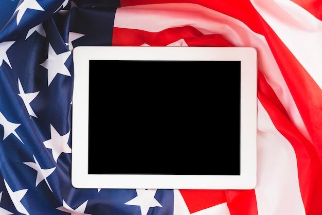 Tablet na bandeira dos eua Foto gratuita