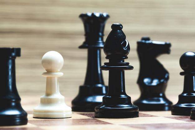 Tabuleiro de xadrez com figuras Foto Premium