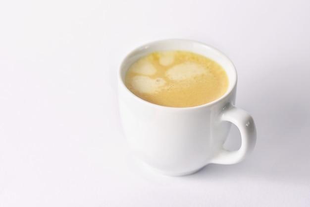 Taça de café expresso saboroso fresco no fundo Foto gratuita