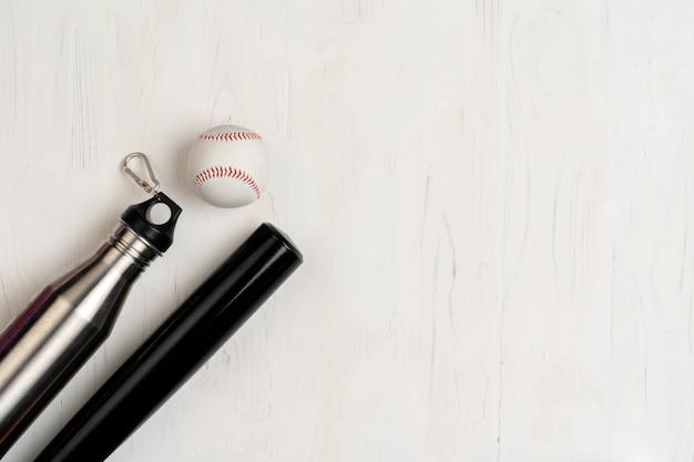 Taco e bola de beisebol, vista de cima Foto Premium
