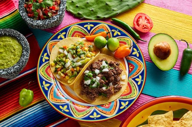 Taco platillo mexicano barbacoa e vegetariano Foto Premium