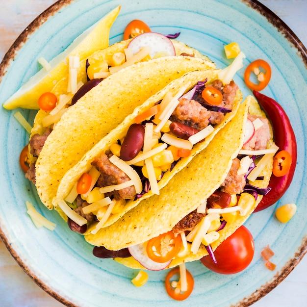 Tacos, com, carne, filler, ligado, prato Foto gratuita