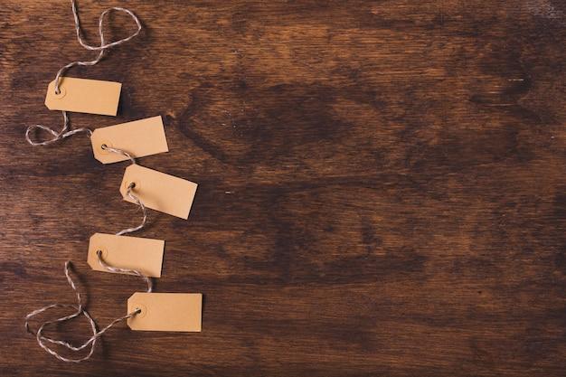 Tags amarradas com espaço de cópia Foto gratuita