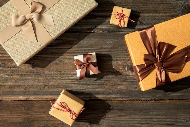 Tamanhos diferentes de presentes de aniversário Foto gratuita
