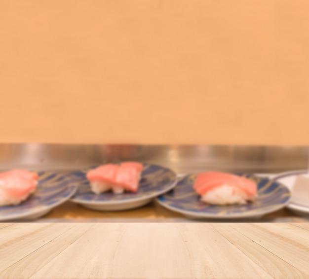 Tampo da mesa de madeira com fundo sushi borrada Foto gratuita