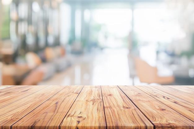 Tampo da mesa de madeira no hotel de recepção interior turva ou moderno corredor para plano de fundo Foto Premium