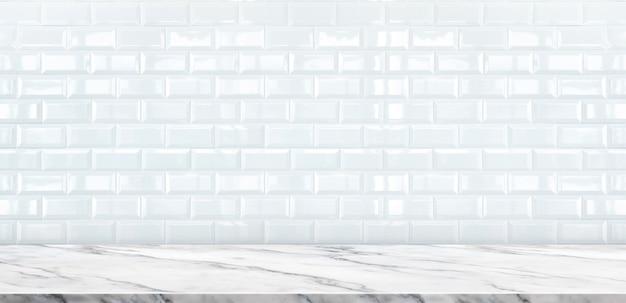 Tampo da mesa de mármore branco vazio com fundo da parede de azulejo branco Foto Premium