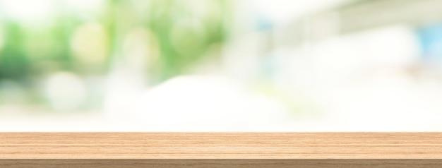 Tampo de madeira e desfocar o fundo para o produto e exibir o tamanho do banner de montagem Foto Premium
