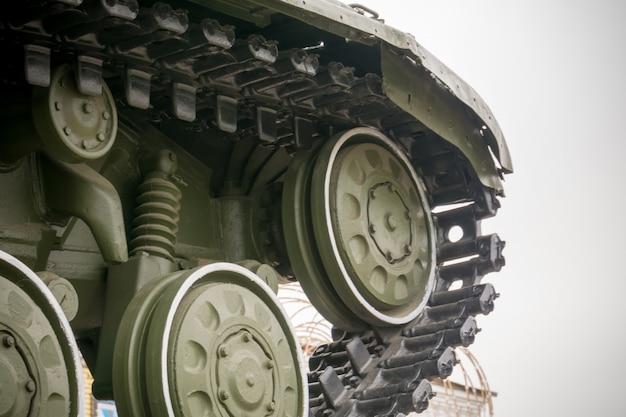 Tanque militar na cidade Foto Premium