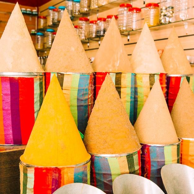 Tapetes no mercado em marrakech Foto gratuita