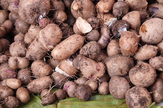 Taro orgânico na comida de rua Foto Premium