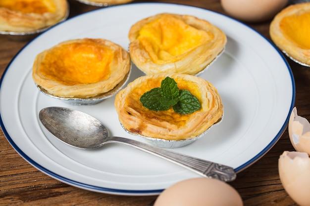 Tarte de ovo, sobremesa tradicional portuguesa Foto Premium