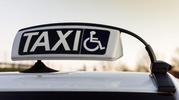 Táxi para transporte desativado Foto Premium