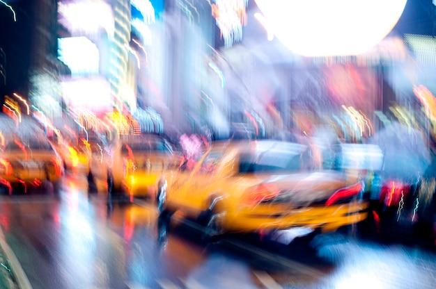 Táxis amarelos nas ruas de manhattan, nova iorque, eua Foto Premium