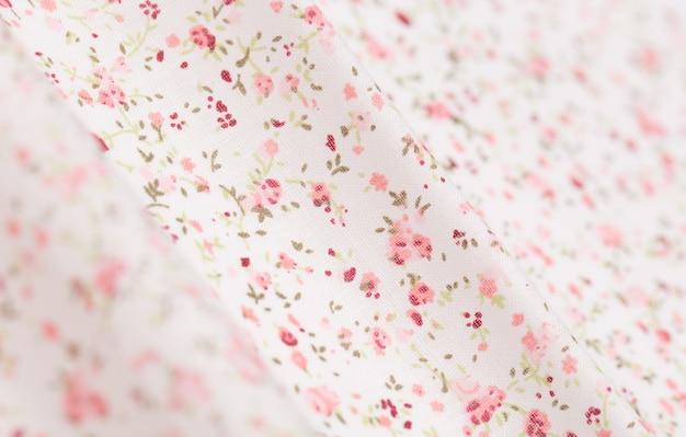 Tecido de algodão branco com padrão floral rosa Foto Premium