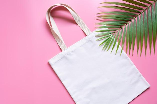 Tecido de lona de sacola branca. maquete de saco de compras de pano com espaço de cópia. Foto Premium