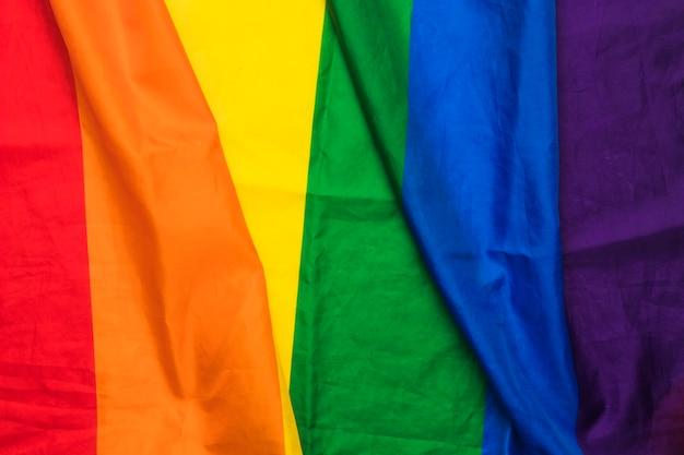 Tecido ondulado nas cores do arco-íris Foto gratuita