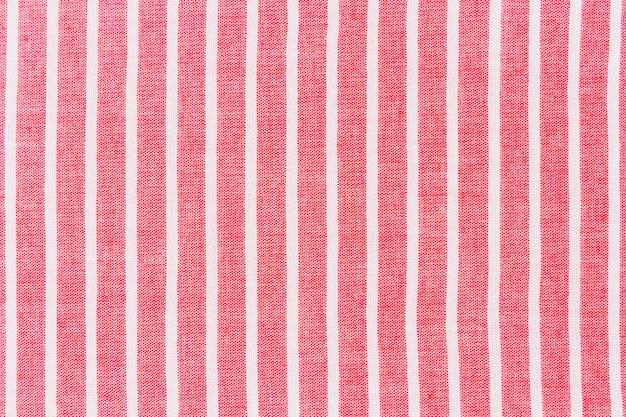 Tecido vermelho com fundo branco linha padrão Foto gratuita