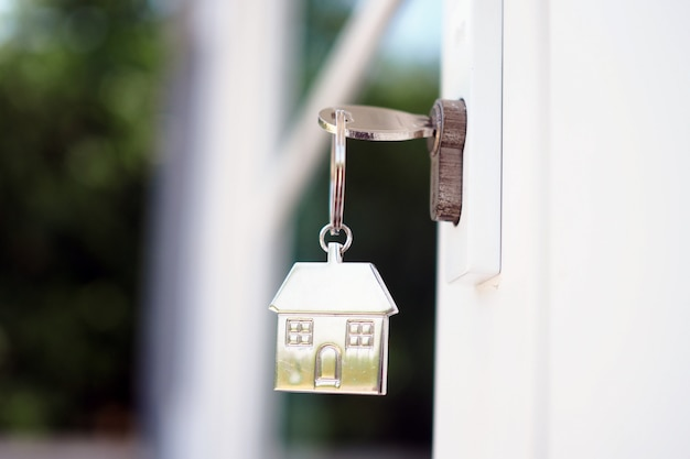 Tecla home para desbloquear a nova porta da casa. alugar, comprar, vender casas Foto Premium