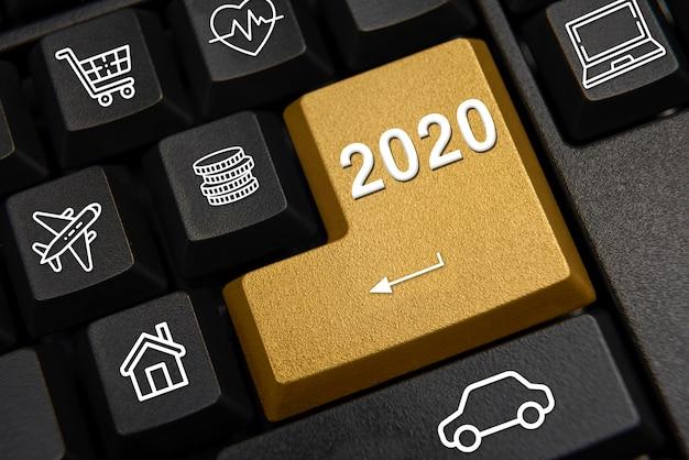 Teclado de computador e o conceito de desejo de ano novo de 2020. Foto Premium