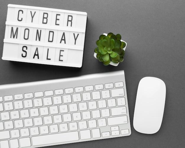 Teclado e mouse para venda cyber segunda-feira Foto gratuita
